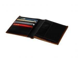 carteira com cartão de crédito e cartão de débito