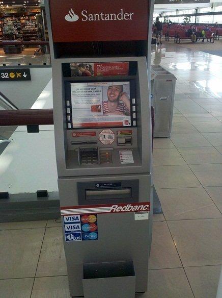 Caixa eletrônico no aeroporto
