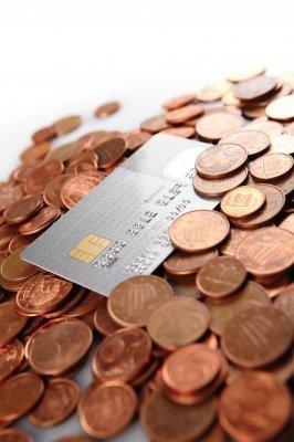Compensa sacar dinheiro no cartão de crédito