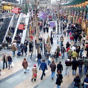 Outra boa vantagem em não comprar no Natal é evitar as filas e multidões de pessoas nas compras. Isto não é incrível?